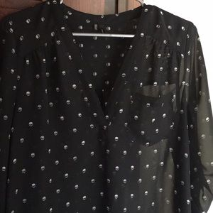 Maurice's long sleeve top black with skulls size m